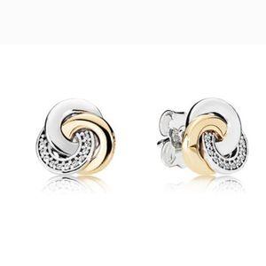 New Interlinked Circles Stud Earrings